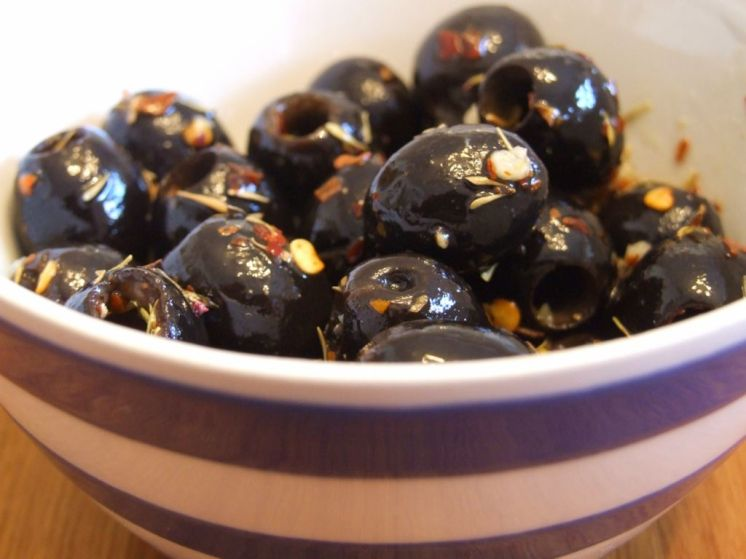 Homemade-marinated-olives